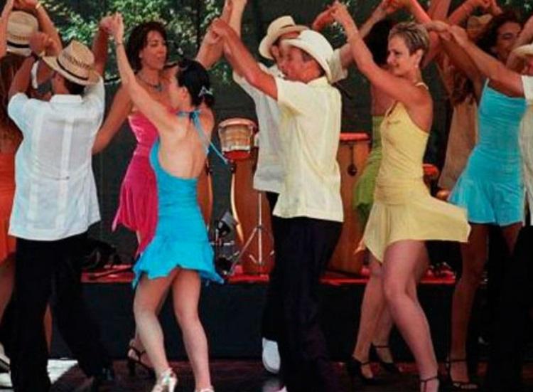 Como empezar el baile de la salsa