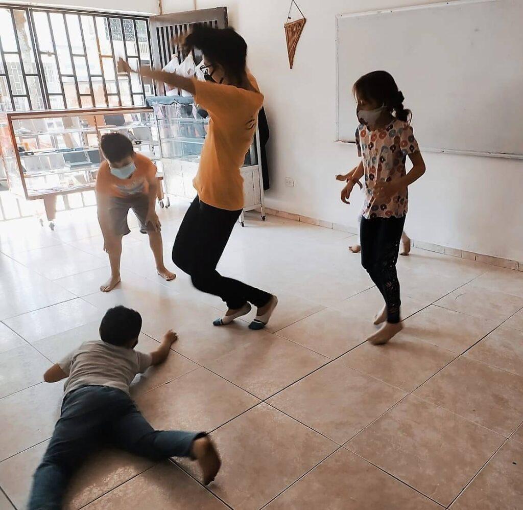 Hemos disfrutado con muchas actividades tales como música, Baile, teatro, artes plásticas, juego y mucho más.